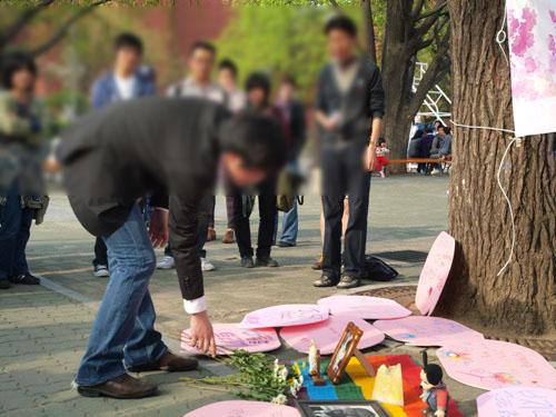 2010년 4월 29일 진행된 '청소년 성소수자 무지개 봄꽃을 피우다' 캠페인(사진=동인련)