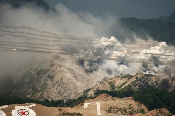 북한의 도발원점을 타격하는 포병공격 모습(사진=욱군블로그 아미누리)