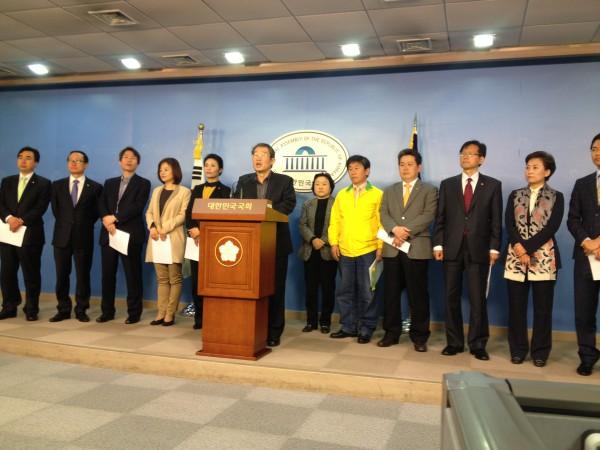 민주당 노동위원회의 4월 4일 기자회견 자료사진(출처=김경협 의원 홈페이지)