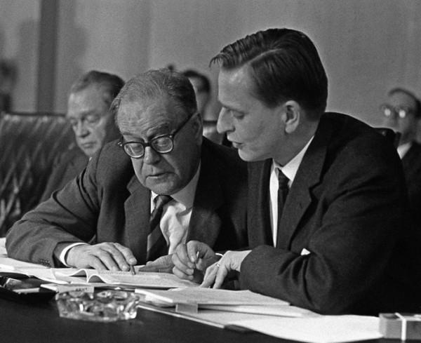 스웨덴 사민주의의 아버지라 불리는 타게 에를란데르 전 총리(왼쪽)와 그 뒤를 이른 팔메 전 총리의 모습
