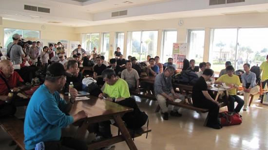 아카지마 대합실에 모인 참가자들