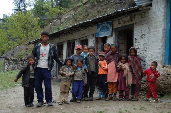 Kuldev초등학교 학생들의 모습