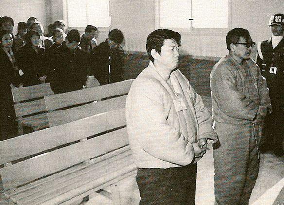 긴급조치로 재판을 받고 있는 백기완(왼쪽)과 장준하 선생