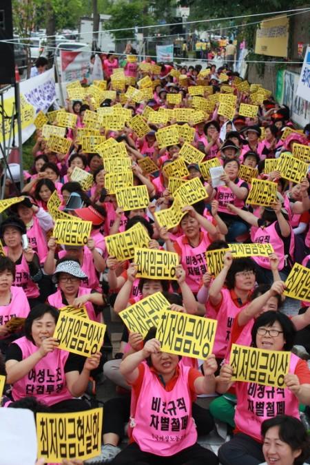 2012년 6월 최저임금 집회 모습(사진=전국여성노조)