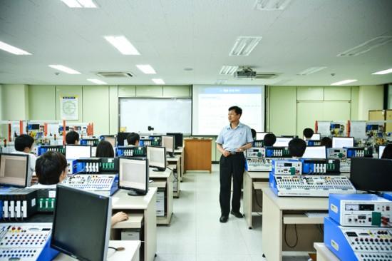 구미공고의 교육 모습(사진=중소기업청 블로그)