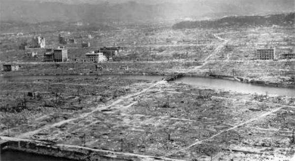 원폭 투하 이후 초토화된 히로시마의 모습