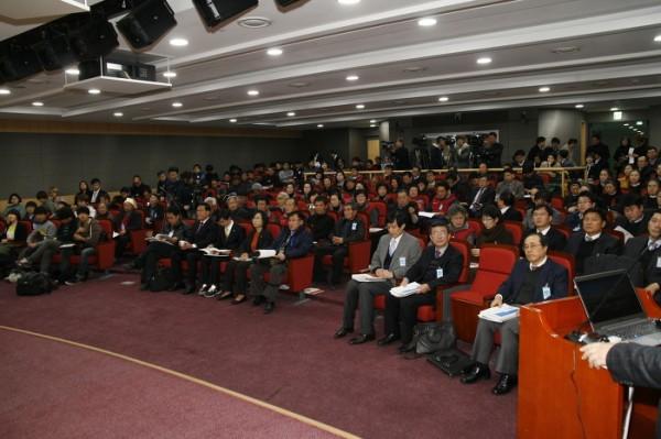 작년 12월 국회에서 열린 밀양 송전탑 관련 공청회 모습(사진=김제남 의원 블로그)