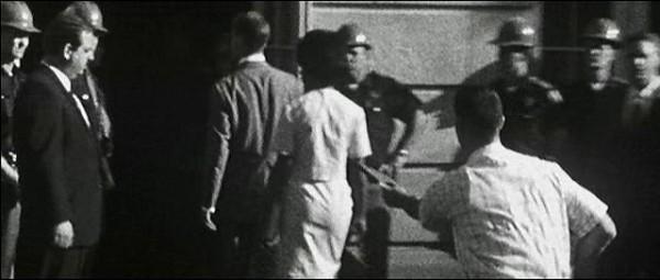 영화 '포레스트컴프'의 앨라배마 대학의 대치 장면