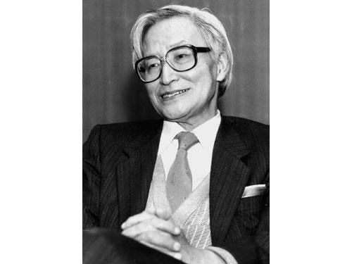 마루야마 마사오는 일본 학문의 천황이라 불린다. 26세에 도쿄대 조교수가 된 자유주의 지식인의 대표자이다. 죽기 전까지 집필하며, 민주주의의 중요성을 설파했다.