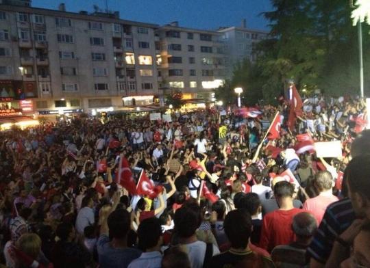 탁심 광장'에 모인 시위대   ©Occupy Turkey 페이스북 페이지