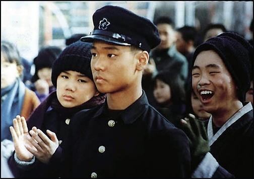 영화 '우리들의 일그러진 영웅'의 한 장면