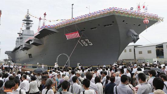 지난 8월 6일 요코하마 항에서 열린 새 헬기호위함 '이즈모 호'의 진수식(방송화면 캡처)