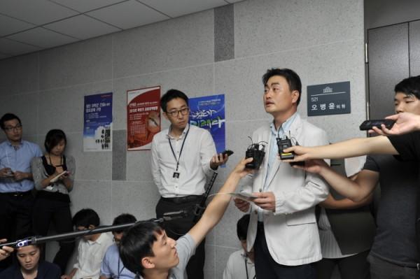 통합진보당 홍성규 대변인 브리핑 모습(사진=통합진보당)