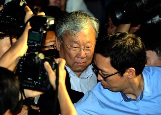 지난달 검찰 조사를 받고 귀가하고 있는 장재구 회장(사진=한국일보비대위)