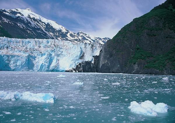녹고 있는 북극 빙하의 모습