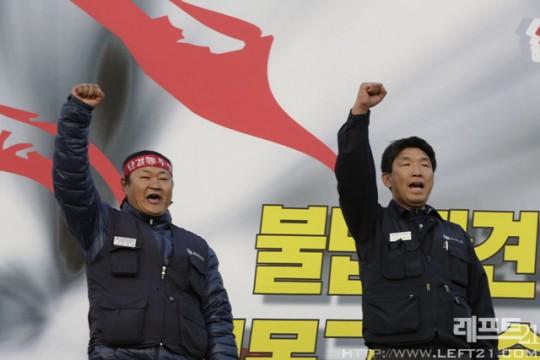 현대차의 정규직 노동자 대표와 비정규직 노동자 대표의 모습(사진=레프트21)