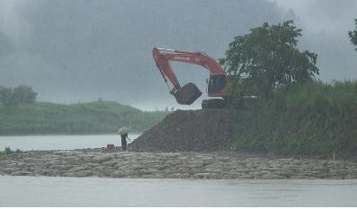 ▲ 폭우에도 공사는 계속 되었다.