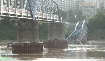 ▲ 2011년 6월 25일 새벽 무너진 왜관철교(호국의 다리)
