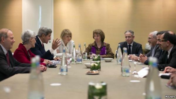 이란 핵 문제로 협의를 진행하는 각국 대표들의 모습