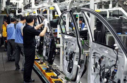 자동차회사의 생산라인