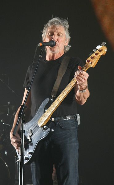 370px-Roger_Waters_18_May_2008_London_O2_Arena
