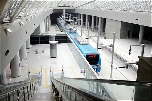 대표적인 정부의 정책실패인 인천공항철도의 모습
