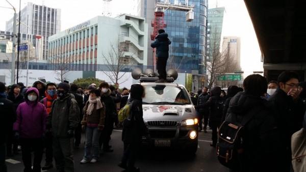 서대문 4거리의 항의규탄 모습
