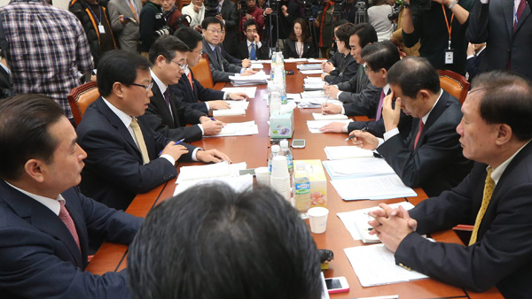 철도소위 회의 모습(방송화면)