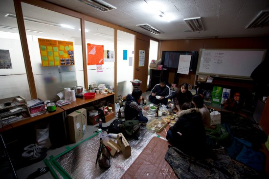 회사가 야반도주한 사무실에 농성장을 차린 기륭전자분회 조합원들(사진 정택용)