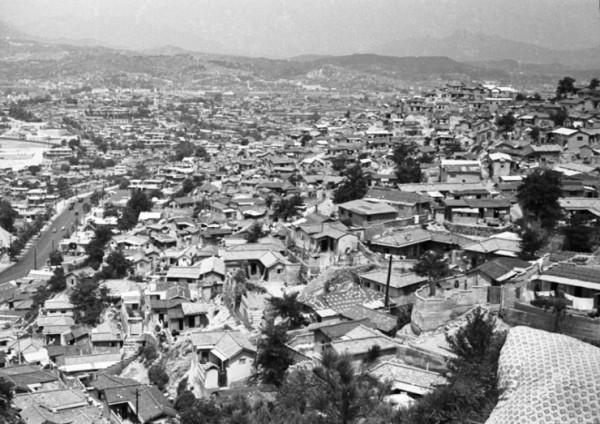 1968년 약수동 산동네에서 찍은 신당동 모습(사진=Homer Williams)
