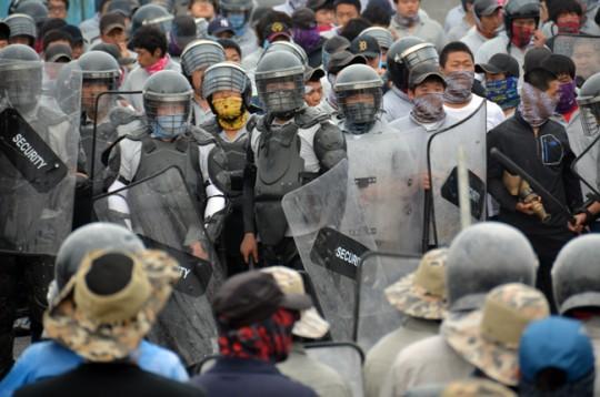노조파괴를 위한 용역직원들의 모습(사진=금속노조)