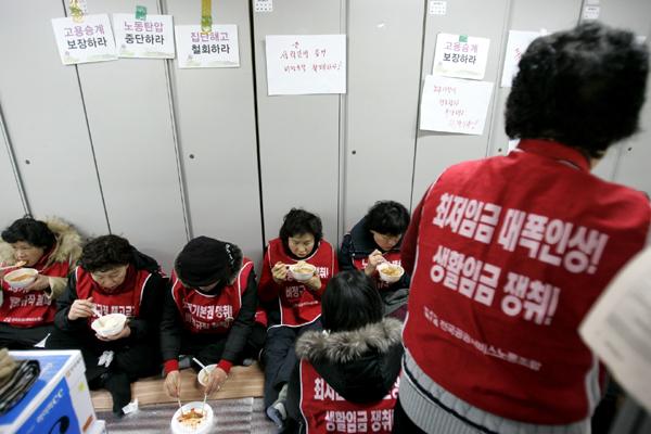 홍익대-청소노동자