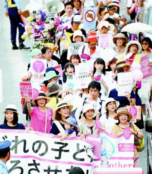 전쟁 입법 반대를 외치는 일본 엄마들의 모습(사진=아카하타)